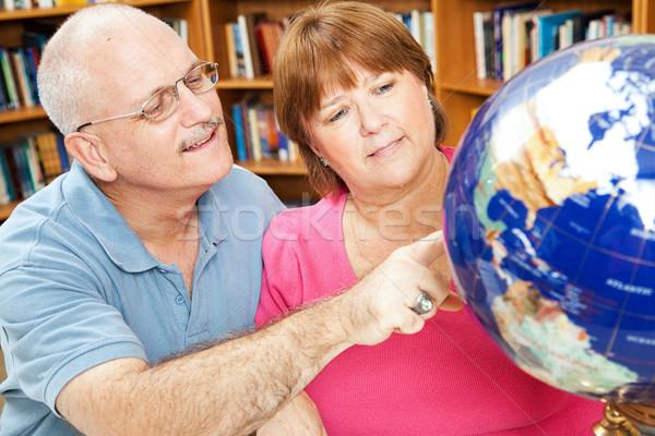 Adulte géographie élèves bibliothèque monde Photo stock © lisafx