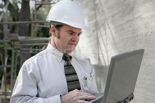 Costruzione ingegnere laptop utilizzando il computer portatile computer lavoro Foto d'archivio © lisafx