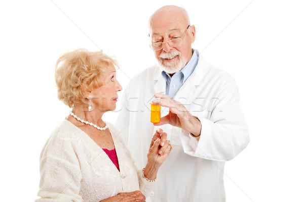 Farmacista istruzione dosaggio attrattivo senior paziente Foto d'archivio © lisafx