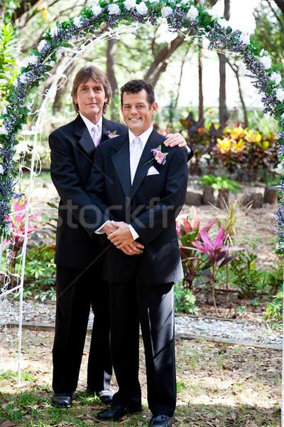 Gay Coppia wedding arch di recente sposato Foto d'archivio © lisafx