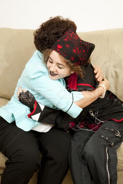 Aile sevmek goth genç kız anne sarılmak Stok fotoğraf © lisafx