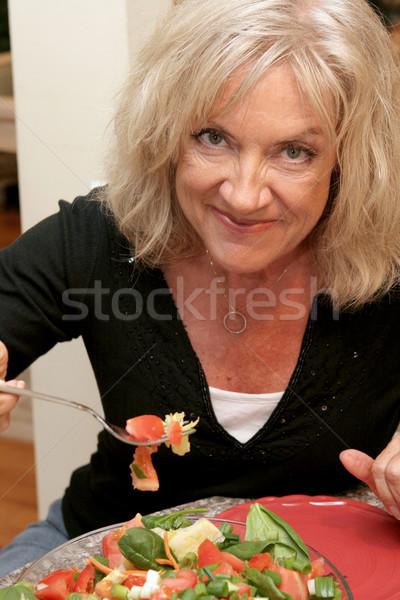 Fiatalos gyönyörű nő fitt eszik helyes nők Stock fotó © lisafx