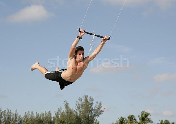 Kan vliegen jonge man vliegen lucht zomer Stockfoto © lisafx