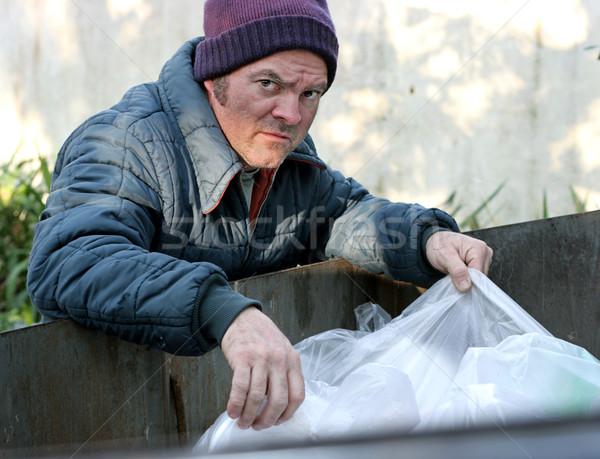Hajléktalan férfi gyökerek szemeteskuka étel bor Stock fotó © lisafx