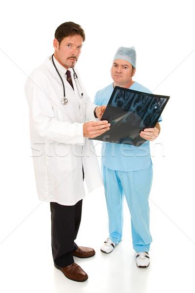 Ernstig artsen mri testresultaten geïsoleerd Stockfoto © lisafx