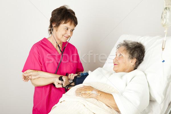 Toma presión arterial hospital enfermera altos mujer Foto stock © lisafx