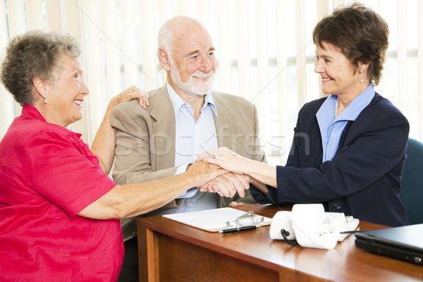 Starszy handshake starszy para ręce doradca finansowy Zdjęcia stock © lisafx