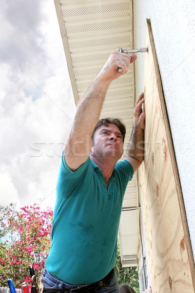 Hurrikán előkészítés furnérlemez háztulajdonos ablakok építkezés Stock fotó © lisafx