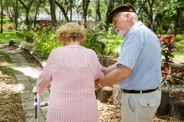 Altos hombre toma atención discapacidad esposa Foto stock © lisafx