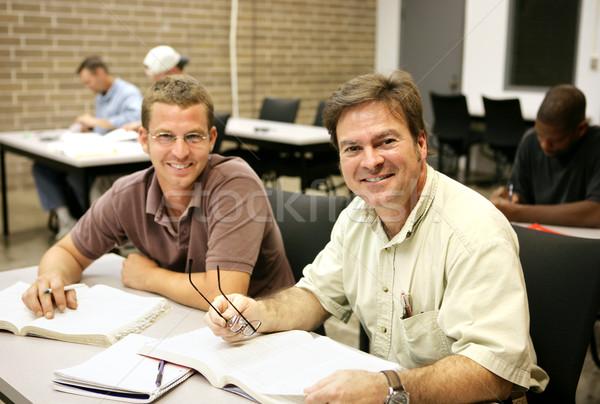 Adulto estudiantes clase amistoso feliz la educación de adultos Foto stock © lisafx