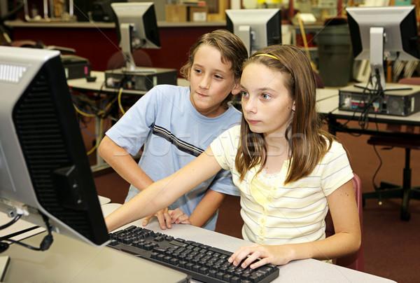 Studenten onderzoek online meisje jongen student Stockfoto © lisafx