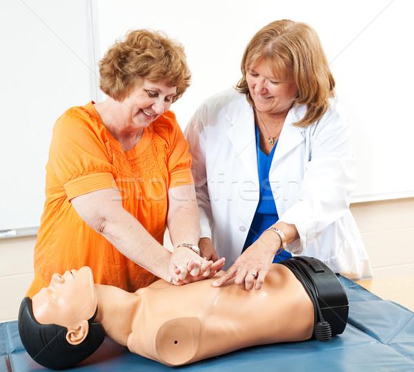 Rijpe vrouw leren volwassenenonderwijs student eerste hulp Stockfoto © lisafx