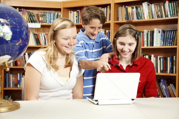 Kütüphane çocuklar netbook'lar bilgisayar iki genç Stok fotoğraf © lisafx
