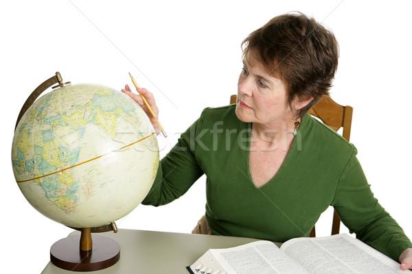 Estudante bibliotecário pesquisa enciclopédia globo Foto stock © lisafx