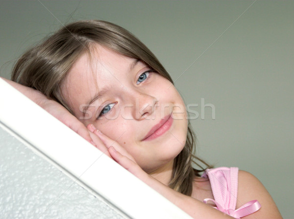 álmos fej kislány pihen kezek néz Stock fotó © lisafx