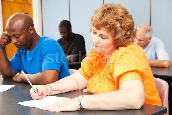 Starsza kobieta kształcenie dorosłych różnorodny klasy kobieta człowiek Zdjęcia stock © lisafx