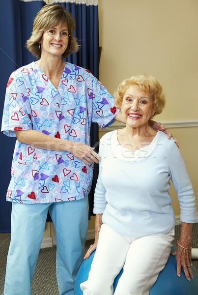 Foto d'archivio: Terapeuta · paziente · senior · fitness · palestra · infermiera