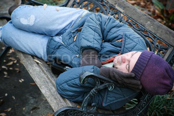 Hajléktalan park pad férfi alszik üveg Stock fotó © lisafx