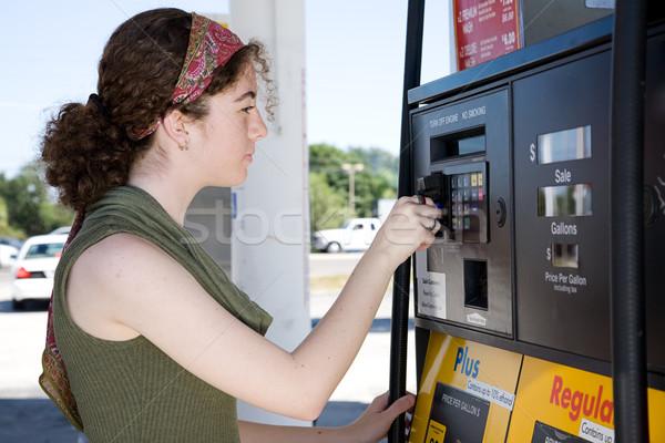 Vásárol benzin fiatal nő hitelkártya illetmény gázolaj Stock fotó © lisafx