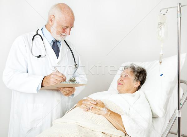 Orvos orvosi történelem kórház jegyzetel nő Stock fotó © lisafx