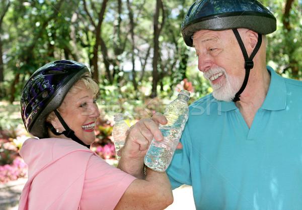 Idősek fitnessz jókedv vonzó idős pár viccelődés Stock fotó © lisafx