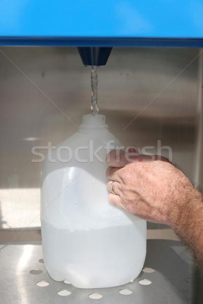 Ouragan homme main eau distributeur automatique Photo stock © lisafx