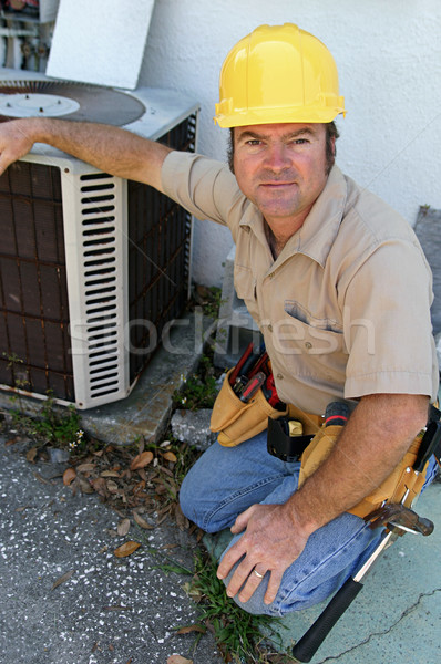 Competente guapo mirando aire acondicionado casa Foto stock © lisafx