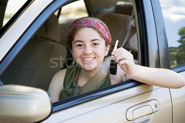 Adolescente conductor las llaves del coche cute muchacha adolescente excitado Foto stock © lisafx