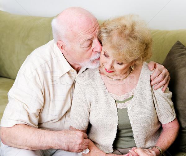 Hartelijk echtgenoot vrouw ouderen zoenen wang Stockfoto © lisafx