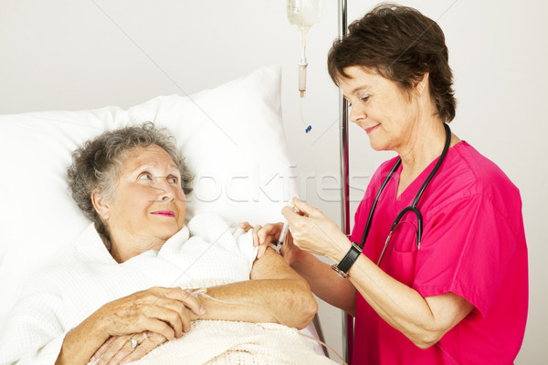 Injeção enfermeira hospital idoso feminino paciente Foto stock © lisafx