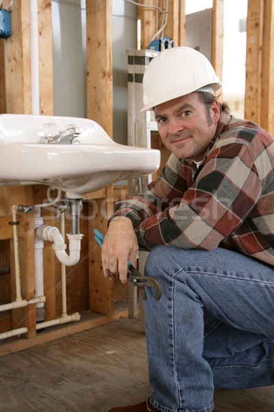 Barátságos építkezés vízvezetékszerelő installál fürdőszoba berendezési tárgyak Stock fotó © lisafx