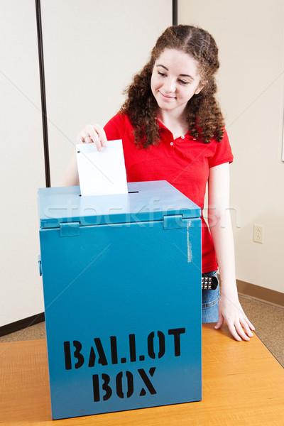 Głosowanie pierwszy czasu osiemnastu rok starych Zdjęcia stock © lisafx