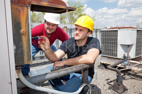 Apprenti climatisation réparation industrielle unité Photo stock © lisafx