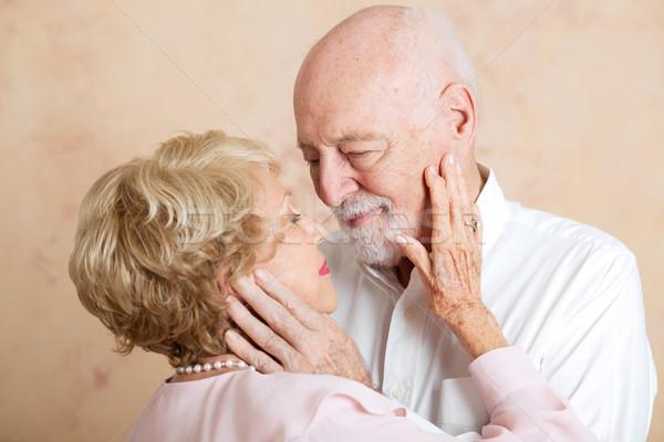 Pillanat gyengédség idős pár szeretet néz nő Stock fotó © lisafx