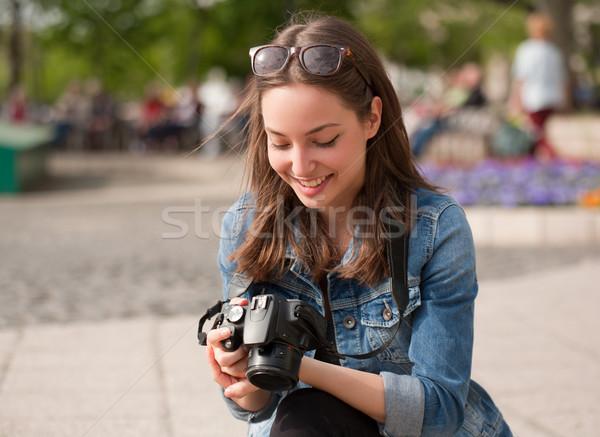 Fotózás jókedv káprázatos fiatal barna hajú nő Stock fotó © lithian