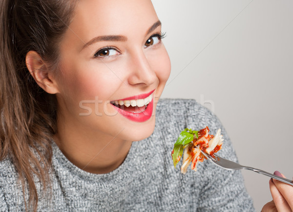 Jóvenes morena comida italiana hermosa mujer comer Foto stock © lithian