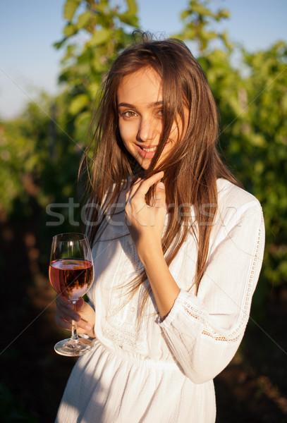 Zdjęcia stock: Młodych · brunetka · piękna · portret · dziewczyna · wina