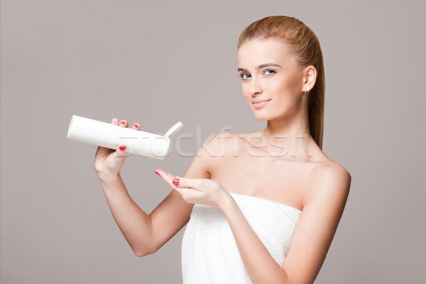 Blond Frau Feuchtigkeitscreme Porträt herrlich jungen Stock foto © lithian