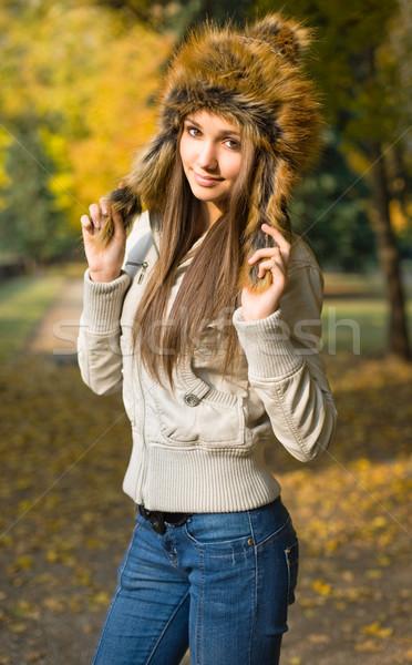 Divatos fiatal barna hajú kint portré visel Stock fotó © lithian