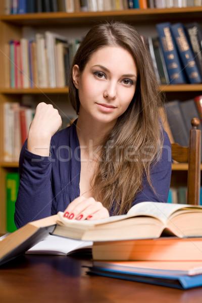 Jonge student studeren portret hout lezing Stockfoto © lithian
