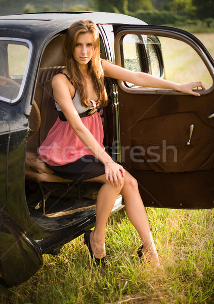 Riche voiture jeunes posant extérieur Photo stock © lithian