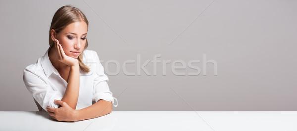Ekspresyjny blond piękna portret młodych kobieta Zdjęcia stock © lithian