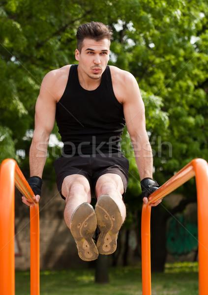 Groot straat training knap jonge atleet Stockfoto © lithian