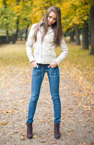 Piękna młodych model chłodny pogoda stwarzające Zdjęcia stock © lithian