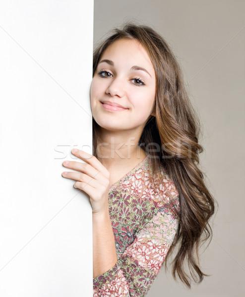 Foto d'archivio: Sorridere · giovani · bruna · ragazza · bianco · segno