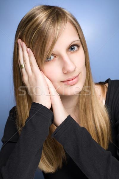 Dromerig jonge blond vrouw portret Stockfoto © lithian