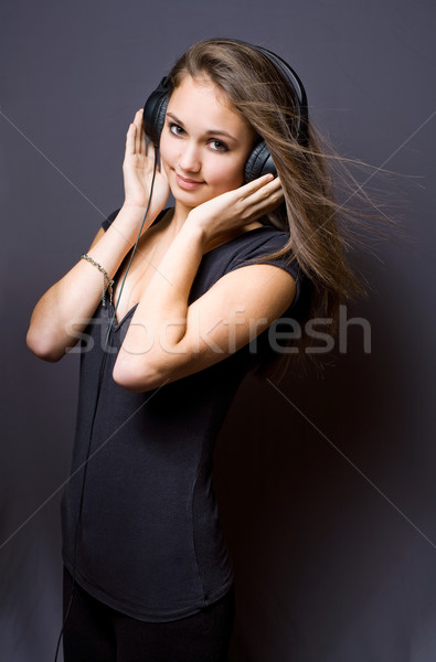 Muziek leuk portret mooie jonge brunette Stockfoto © lithian