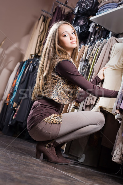 Magasin chute mode jeunes brunette Photo stock © lithian