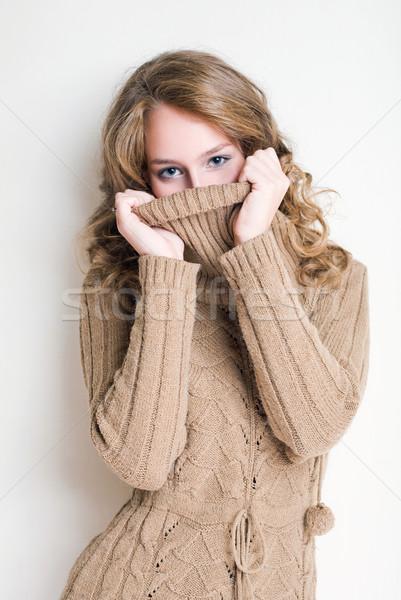Soğuk güzel genç sarışın kadın Stok fotoğraf © lithian