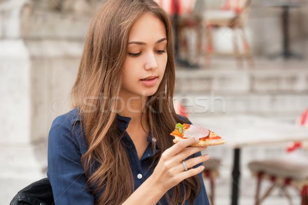 Giovani turistica donna mangiare autentico pizza Foto d'archivio © lithian